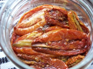 Jar of oven preserved tomatoes/ confit de tomates